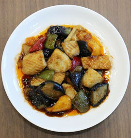 イカと彩り野菜の黒酢炒め